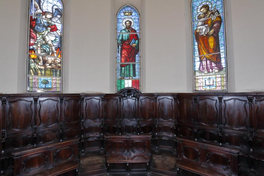 Il coro ligneo dietro l'altare maggiore