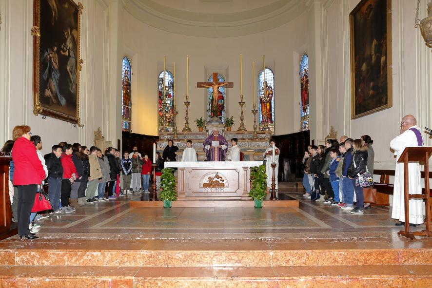 Il momento della candidatura dei ragazzi che si preparano alla Santa Cresima