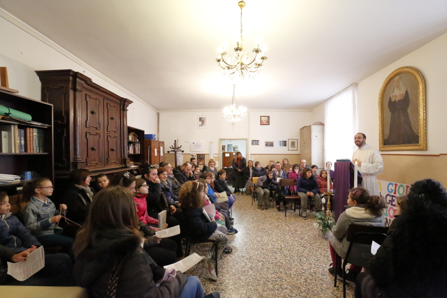 La sala della Canonica dove si è svolta la liturgia della Parola