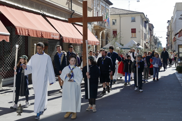 Un momento della processione fino alla chiesa di San Paolo