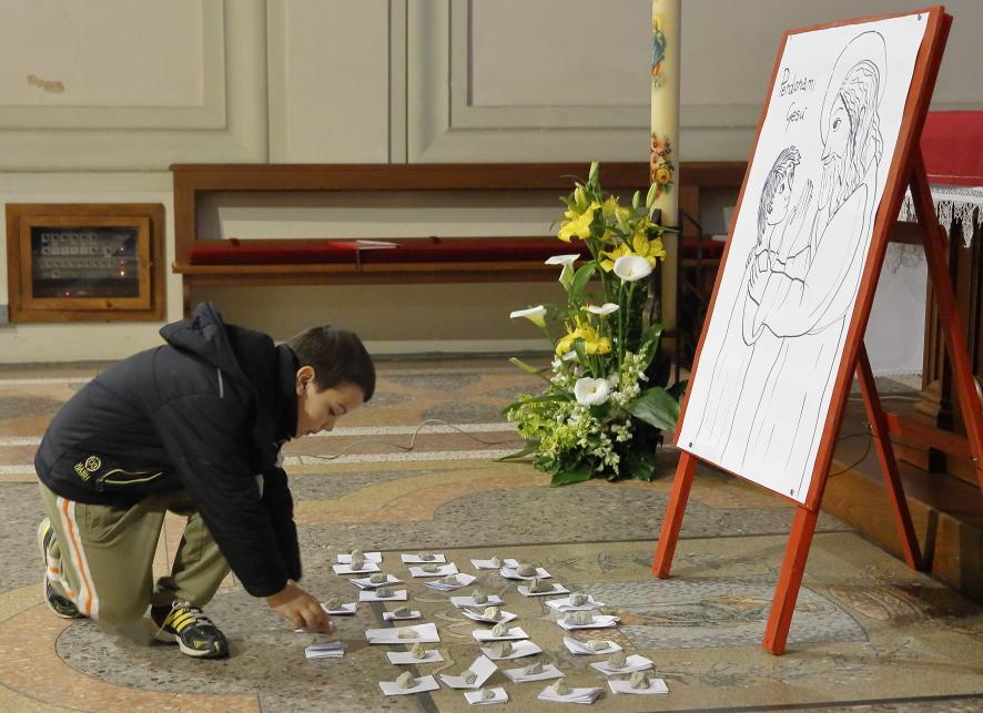 """Un altro gesto significativo: dopo essersi confessati i bambini depositavano un foglietto con i loro """"peccati"""""""