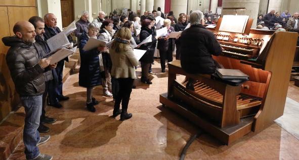"""Il coro """"San Paolo"""" intona i canti pasquali"""