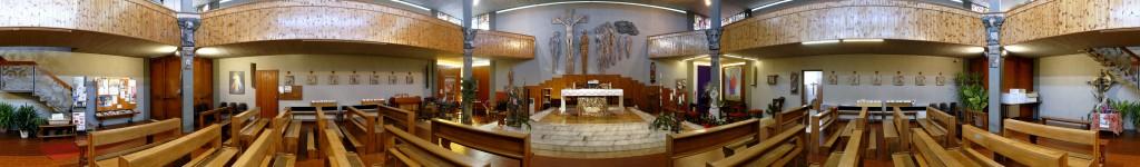 La foto panoramica dell'interno della chiesa di Fruges attualmente