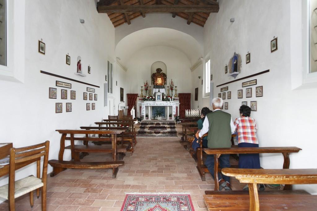 Interno della chiesa dell'Oppio come restaurata nel 2005