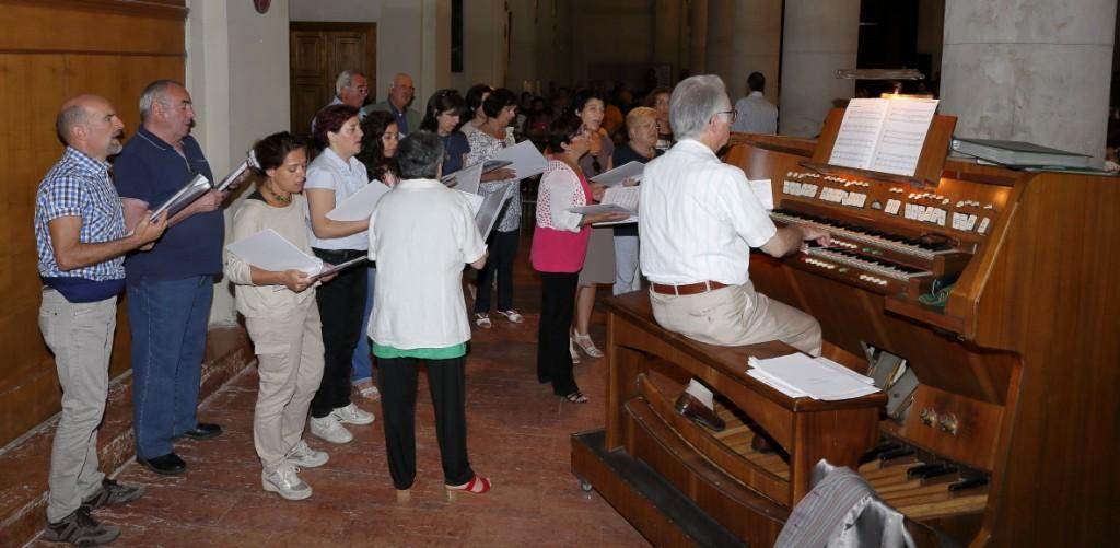 Il coro San Paolo intona i canti liturgici
