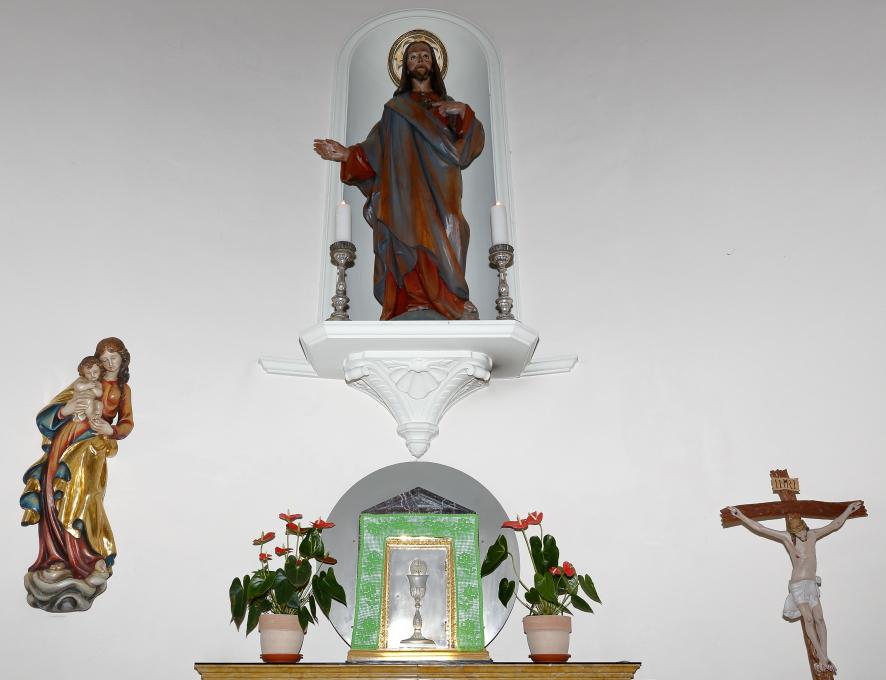 La collocazione della statua nella cappella del Santissimo