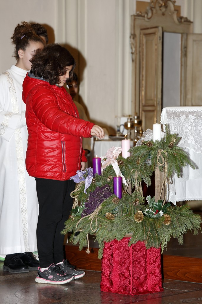 L'accensione della terza candela d'Avvento