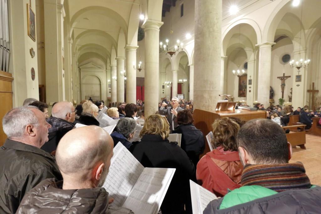 Il coro San Paolo che ha animato con il canto la liturgia