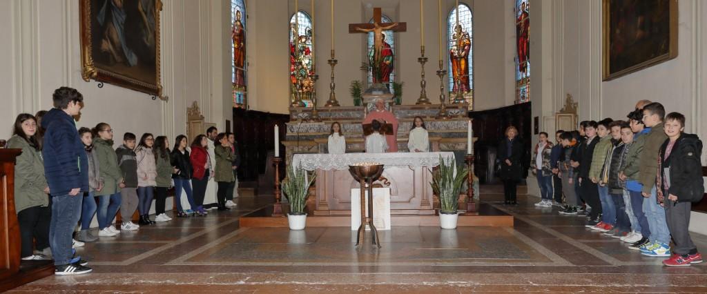 Il gruppo dei cresimandi dopo la candidatura al sacramento della Cresima