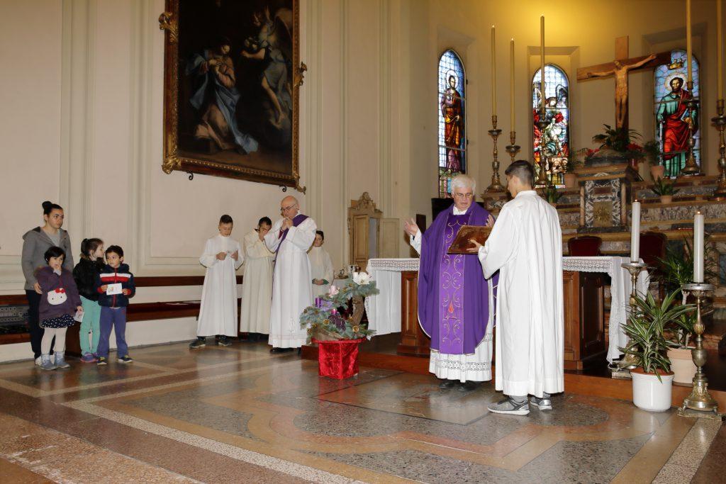 La preghiera finale di Don Pietro al gesto dell'accensione della prima candela