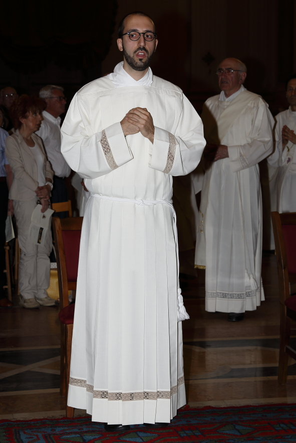 Il seminarista Daniele Sirna all'inizio della celebrazione