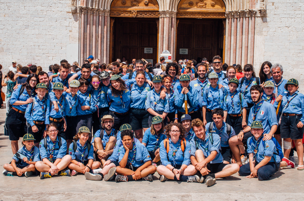 Il Gruppo Massa Lombarda 1 davanti alla Basilica Superiore di San Francesco in Assisi