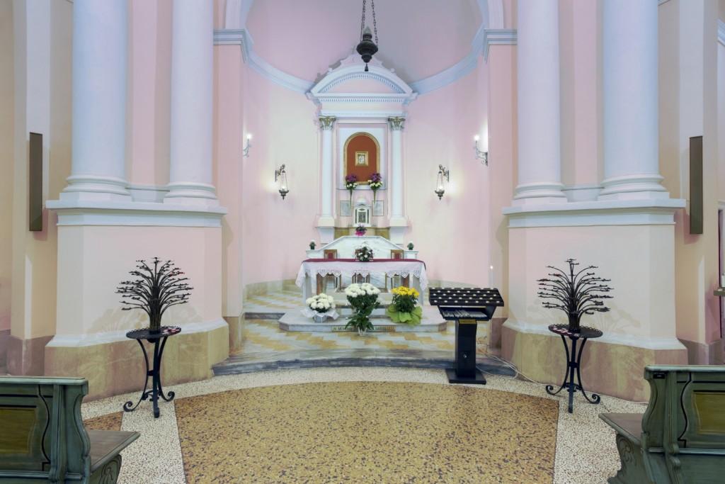 Altare maggiore con immagine della Madonna della Consolazione