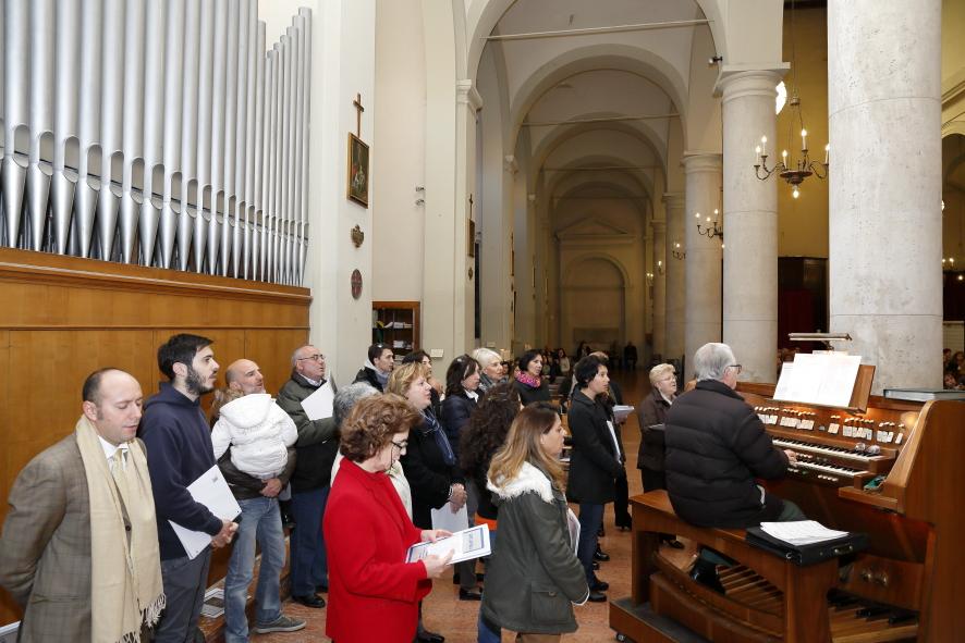L'animazione liturgica da parte del coro San Paolo