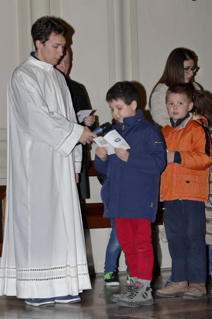 L'altro momento del lucernario: le preghiere lette dai bambini del primo anno del catechismo