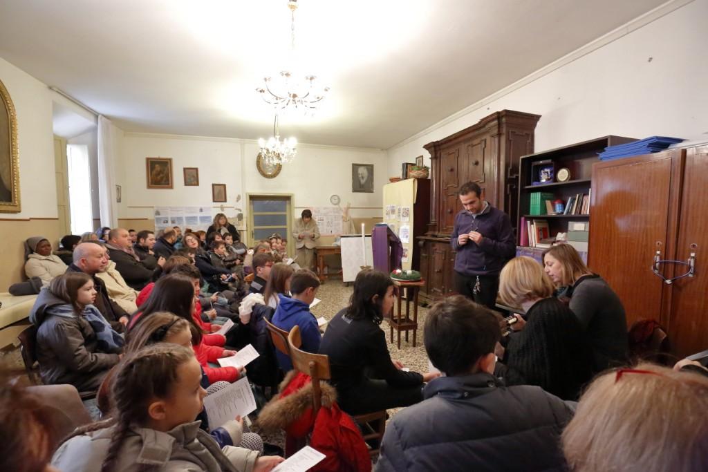 I bambini del terzo anno di catechismo svolgono la liturgia della Parola in sede separata