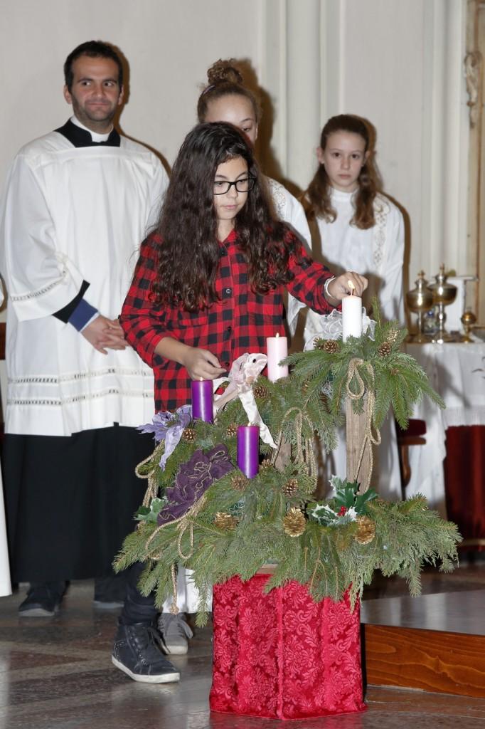 L'accensione dell'ultima candela della corona d'Avvento