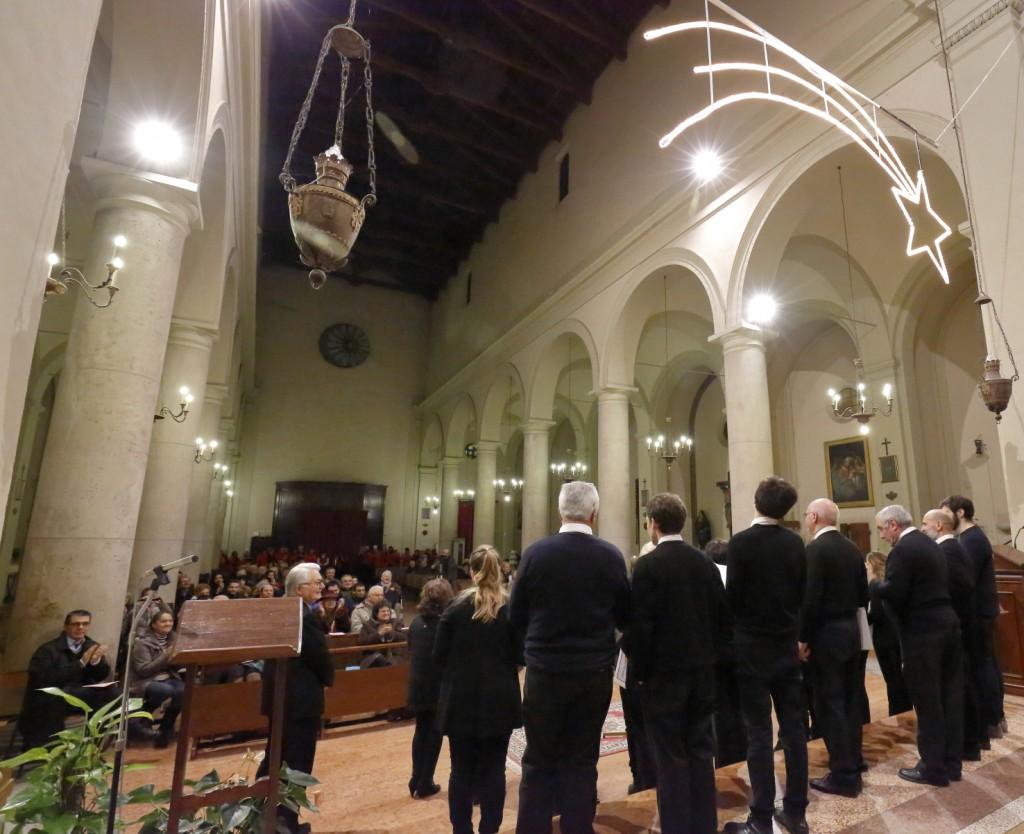 L'approvazione del pubblico all'esibizione del Coro San Paolo