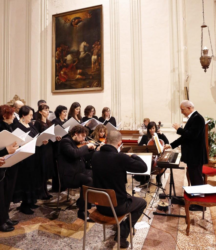 La corale nel concerto dell'anno scorso, accompagnata allora dal Quartetto di Archi di Bagnacavallo