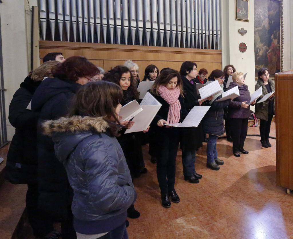 Il coro San Paolo che anima la liturgia