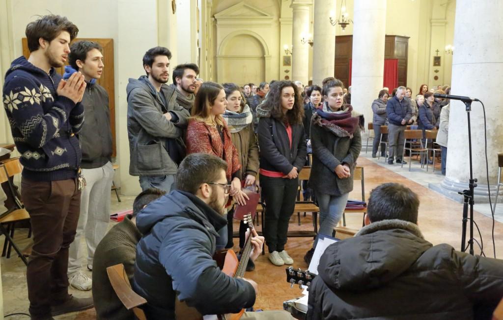 Il coro de Giovani e Giovanissimi dell'Azione Cattolica.