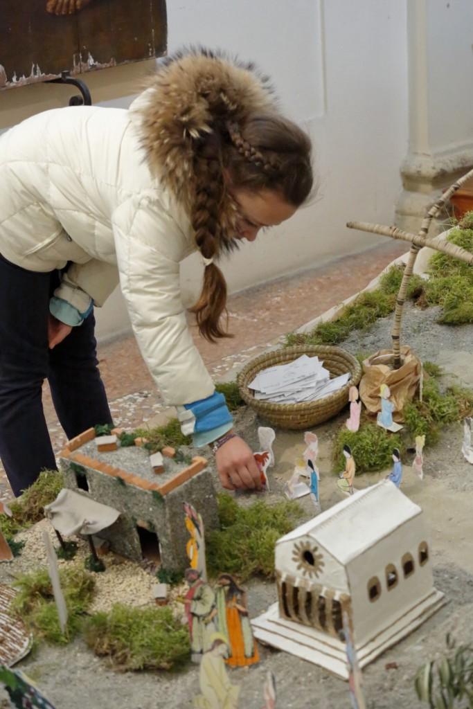 L'aggiunta nel Giardino di Pasqua delle figurine dei bambini ai piedi della croce