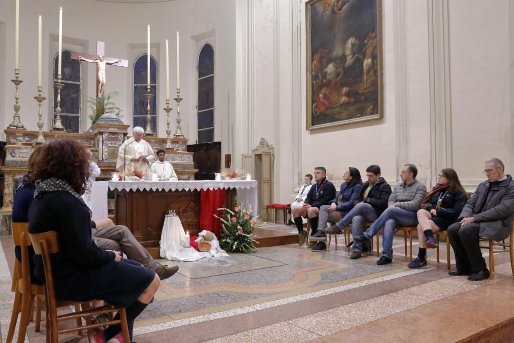 Il Parroco e i fedeli scelti per impersonare i dodici apostoli