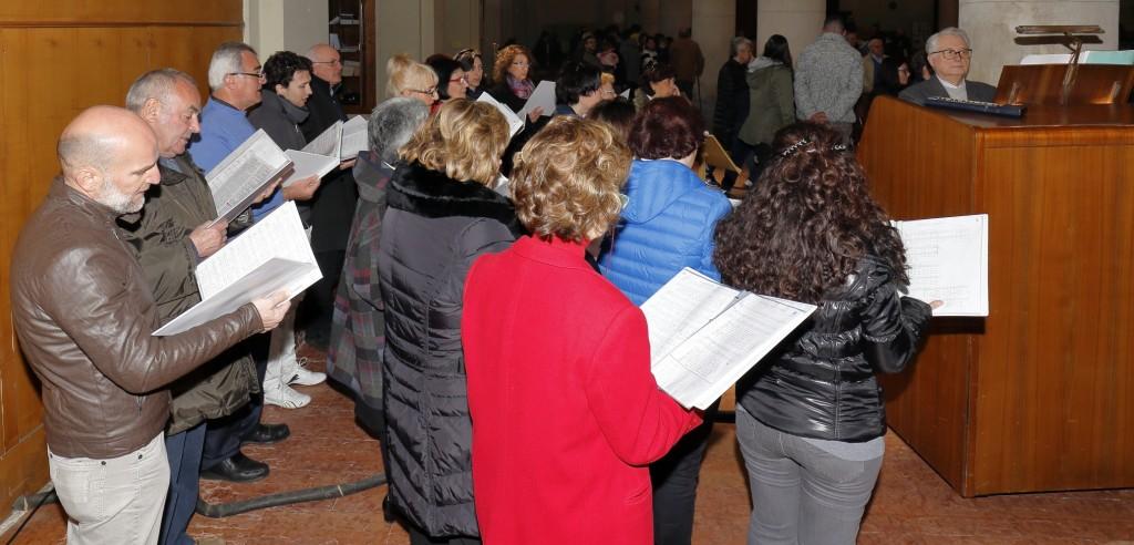 Il coro San Paolo, che dopo l'animazione della notte, ha concesso il bis
