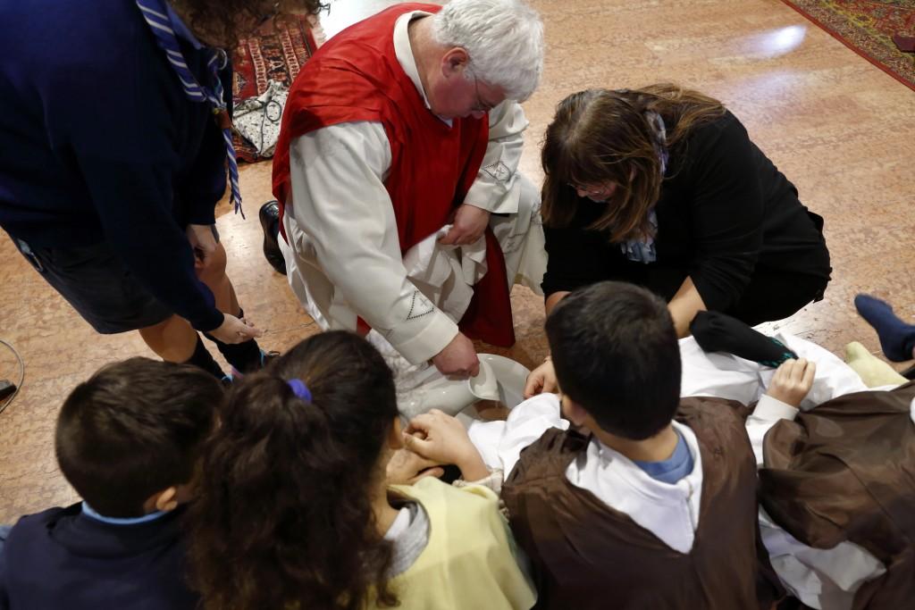 La lavanda dei piedi da parte di Gesù ai dodici apostoli