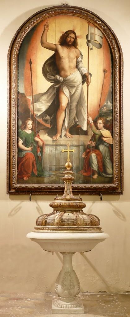 Il quadro del Cristo risorto e il fonte battesimale