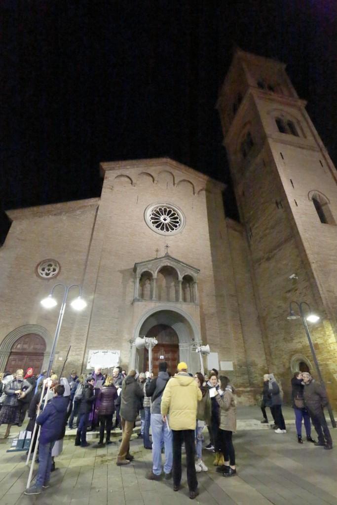 La partenza dalla chiesa di San Paolo