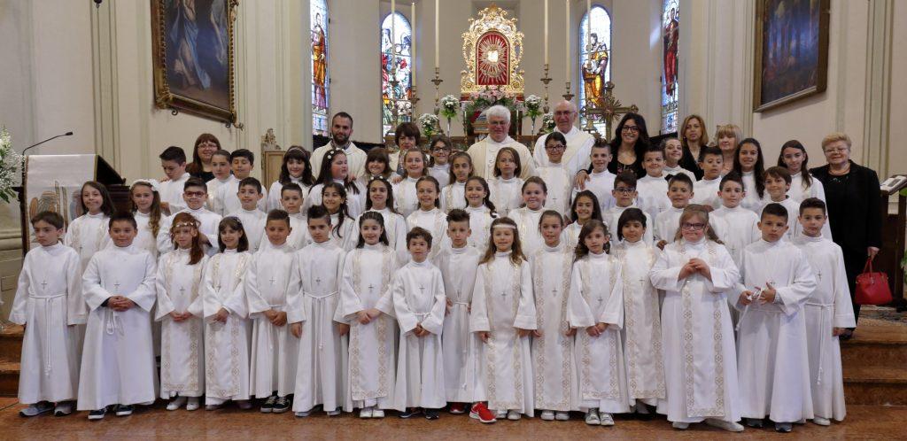 Il gruppo dei bambini con i catechisti ed educatori