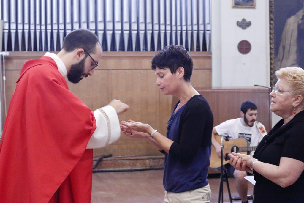 La distribuzione dell'Eucaristia
