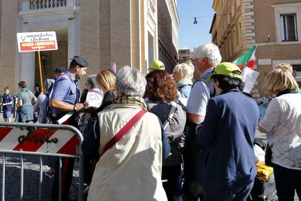Il primo controllo prima di entrare in Piazza San Pietro