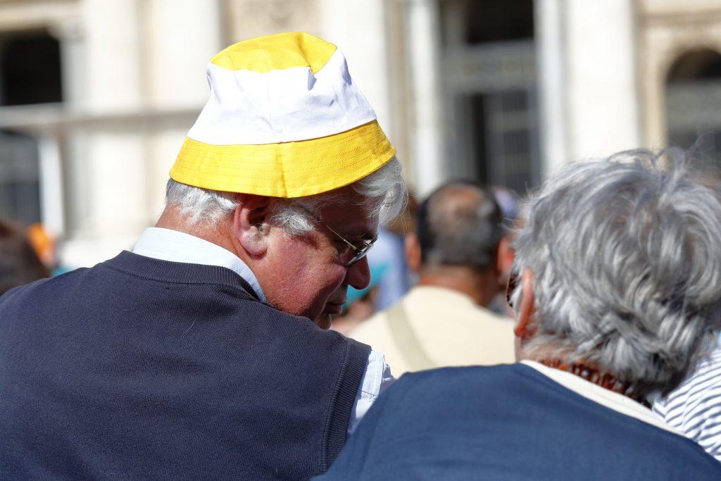 Don Pietro con il cappello ufficiale dello Stato del Vaticano