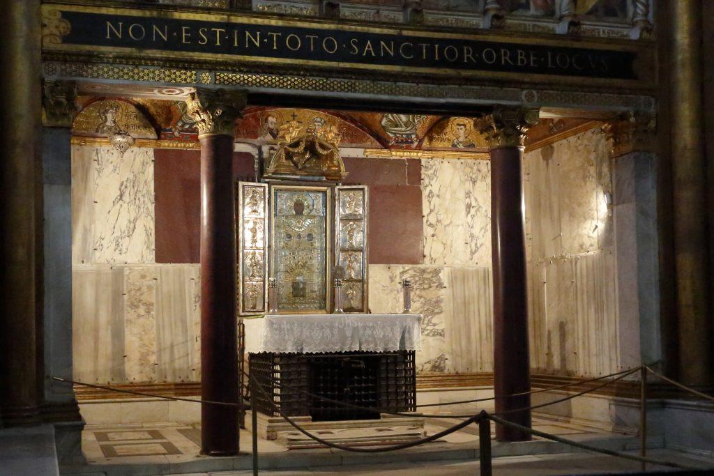 """Il """"Sancta Sanctorum"""" cioè l'antica cappella privata di primi papi dove erano conservate le reliquie di San Pietro e San Paolo"""