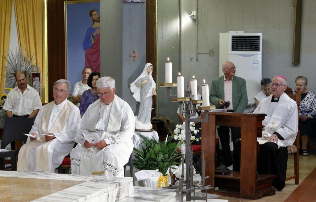 Il Vescovo e i due concelebranti: Don Pietro e Don Ottorino Rizzi