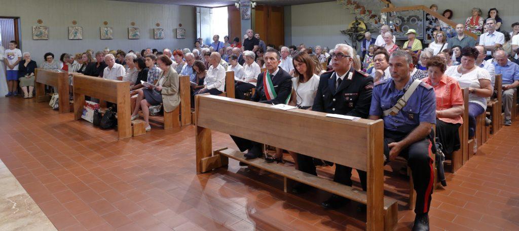Le autorità e parte dell'assemblea