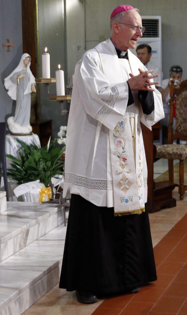Il Vescovo ringrazia Don Alberto per il suo servizio alla comunità di Fruges