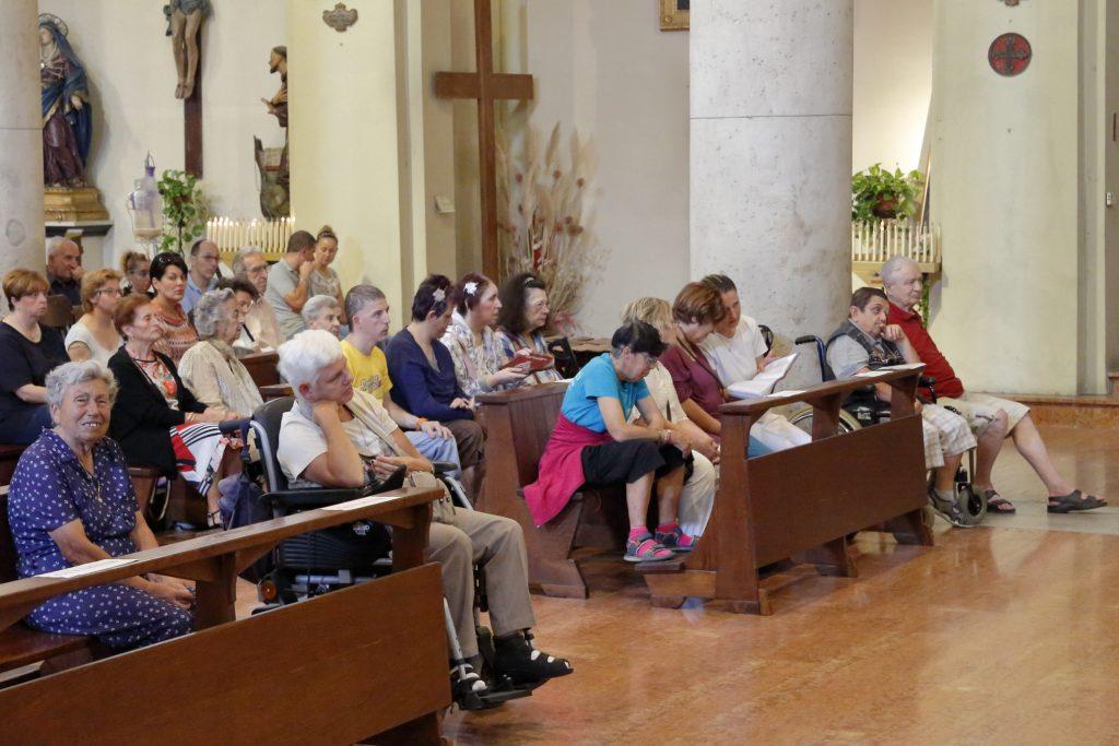 Alcuni dei partecipanti alla Santa messa dell'Accolgienza