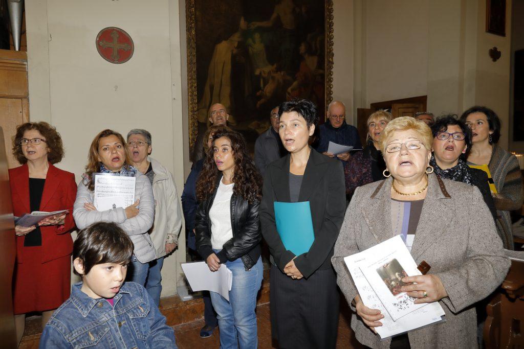 Il coro San Paolo anima con il canto la Santa Messa