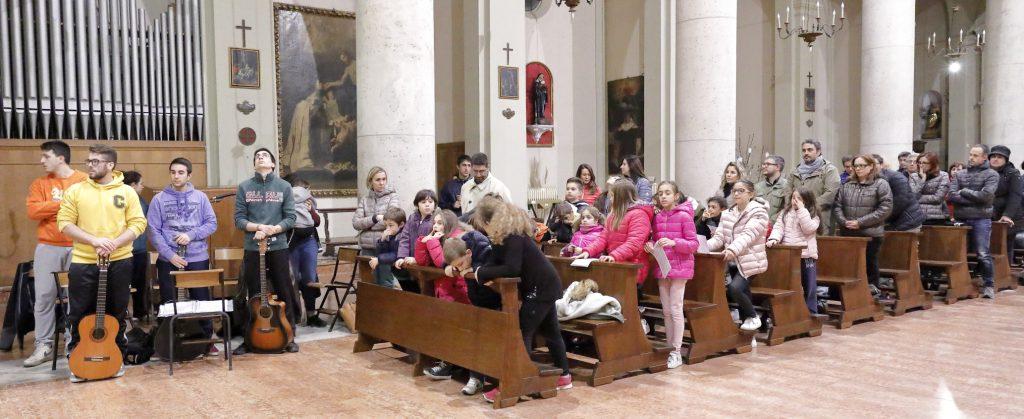 I ragazzi, con gli educatori e genitori che hanno partecipato alla Santa Messa