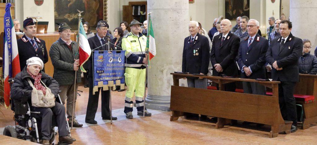 Alcuni rappresentanti, con stendardi, gagliardetti e gonfaloni delle varie associazioni dei congedati
