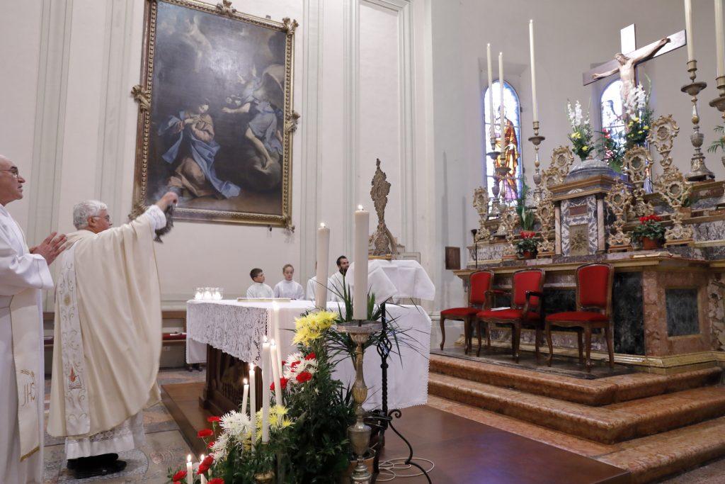 L'altare con le reliquie dei Santi