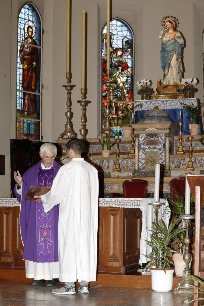 L'immagine dell'Immacolata è già al centro del presbiterio in preparazione dell'8 dicembre